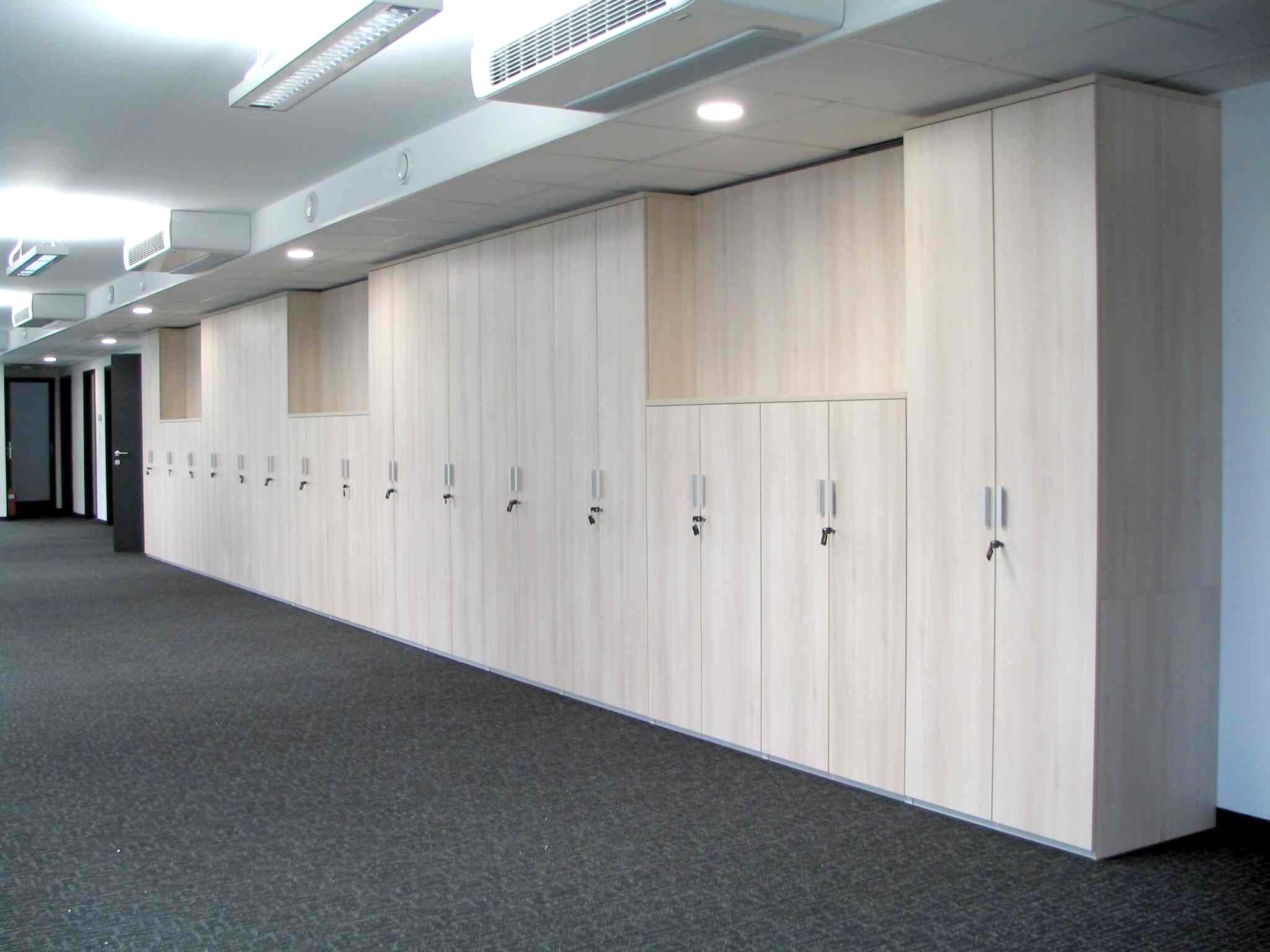 pisarnisko_pohistvo_Pregradne omare med prostori_nobis
